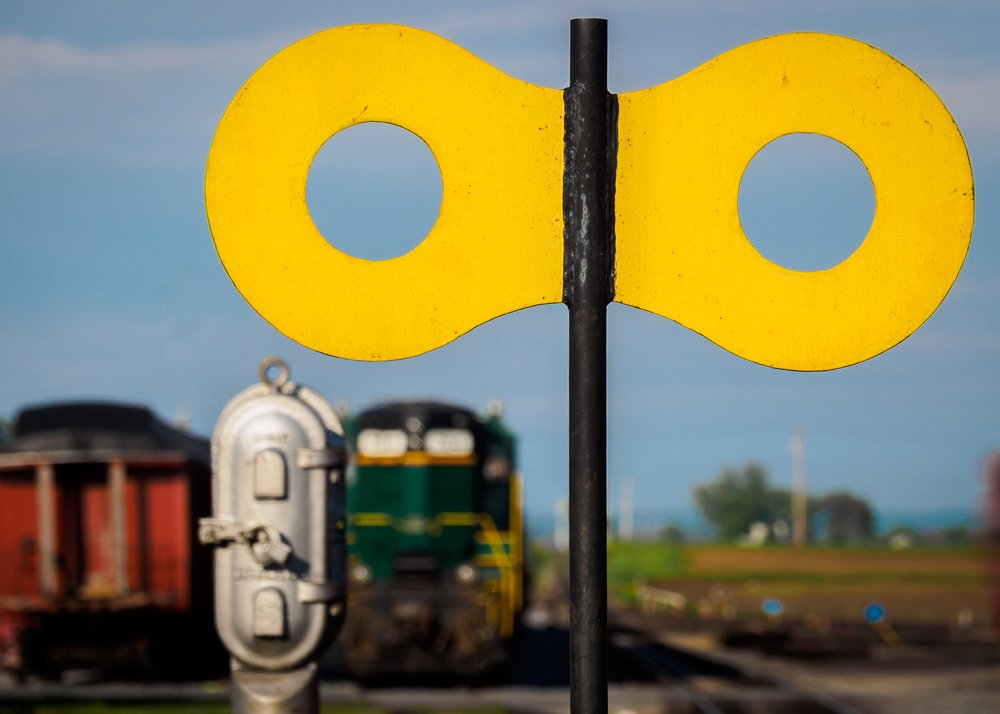 Train 8 sign.jpg
