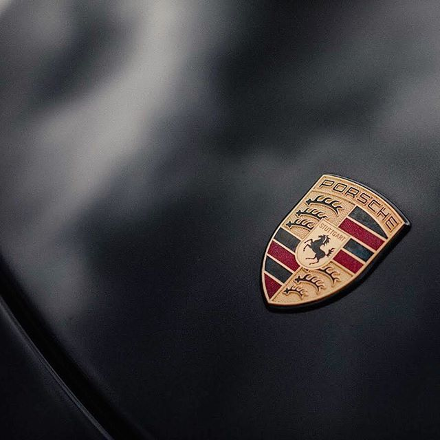 Back in a #Porsche and it feels good!  Expect plenty more Porsche photos - starting a separate feed for all things Porsche over at @deviate.automotive . . . #porsche #porsche911 #porsche997 #997s #porschebadge #black #shield #911 #997 #carrera #carreras #gt3