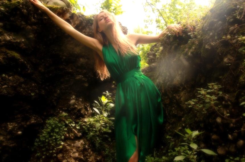E P O K | EMERALD GREEN GODDESS DRES