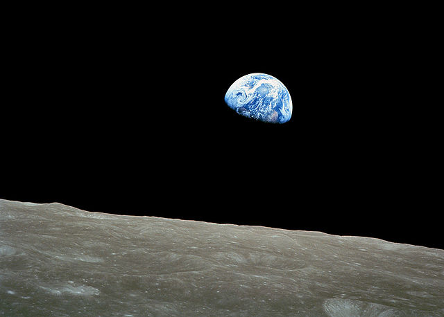 640px-NASA-Apollo8-Dec24-Earthrise-b.jpg