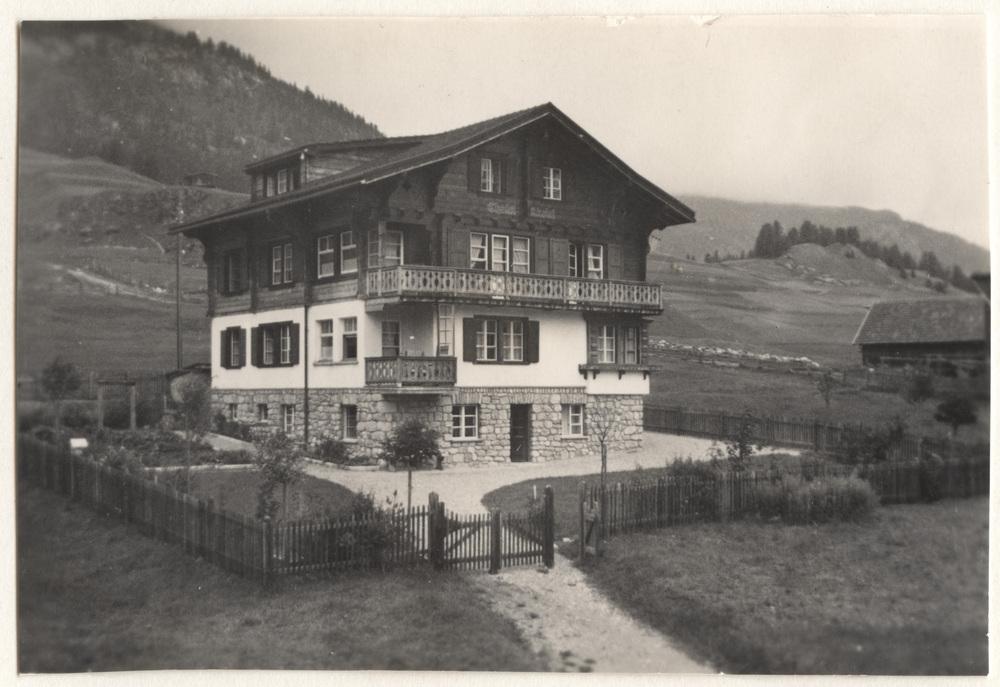 Die Chesa Akelei kurz nach dem Bau, Anfang der 1930er Jahre