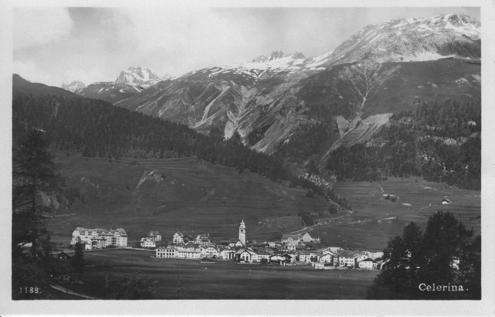 Nach 1913, mit der zweiten Etappe des Hotels Cresta Palace (links). Architekten Koch &Seiler aus St.Moritz, ausgeführt hat wiederum die Chaletfabrik Celerina.