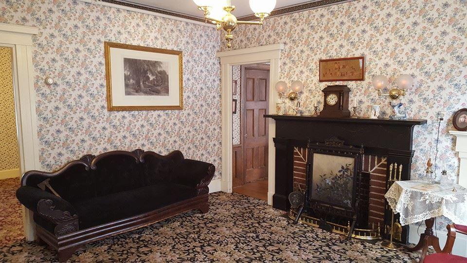 "Lizzie Borden House: Andrew Borden's ""Murder Sofa"""