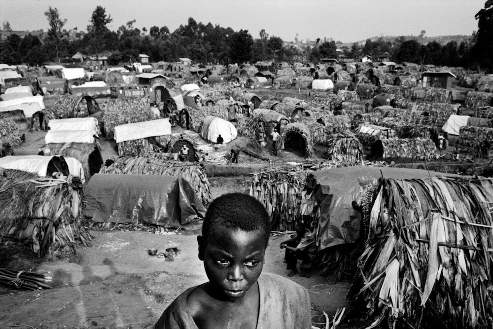 Camp for displaced people of Nyongera, in North Kivu. Displaced people continue to arrive daily in this camp, to escape the fightings between the brigades of General Laurent Nkunda and the FDLR (Democratic Forces for the Liberation of Rwanda). 2007.  Inquire about this image