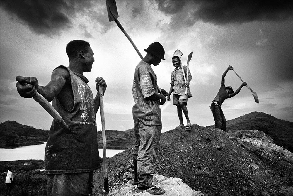Gold miners pack up in the evening to return to their camp. 2004.  Inquire about this image