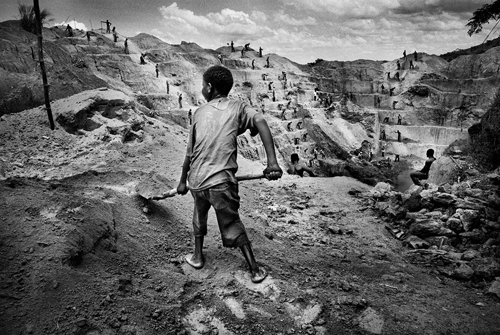 A child gold miner in Watsa, northeastern Congo. 2004.  Inquire about this image