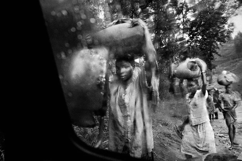 Refugees flee south after a rebel attack on Bule and Fataki, northeastern Congo. 2003.  Inquire about this image
