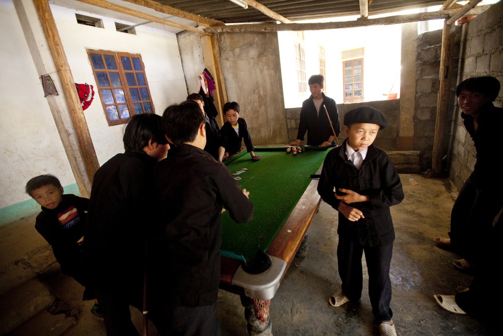 A group of children play pool at the market in Xa Phin, Vietnam.  Inquire about this image
