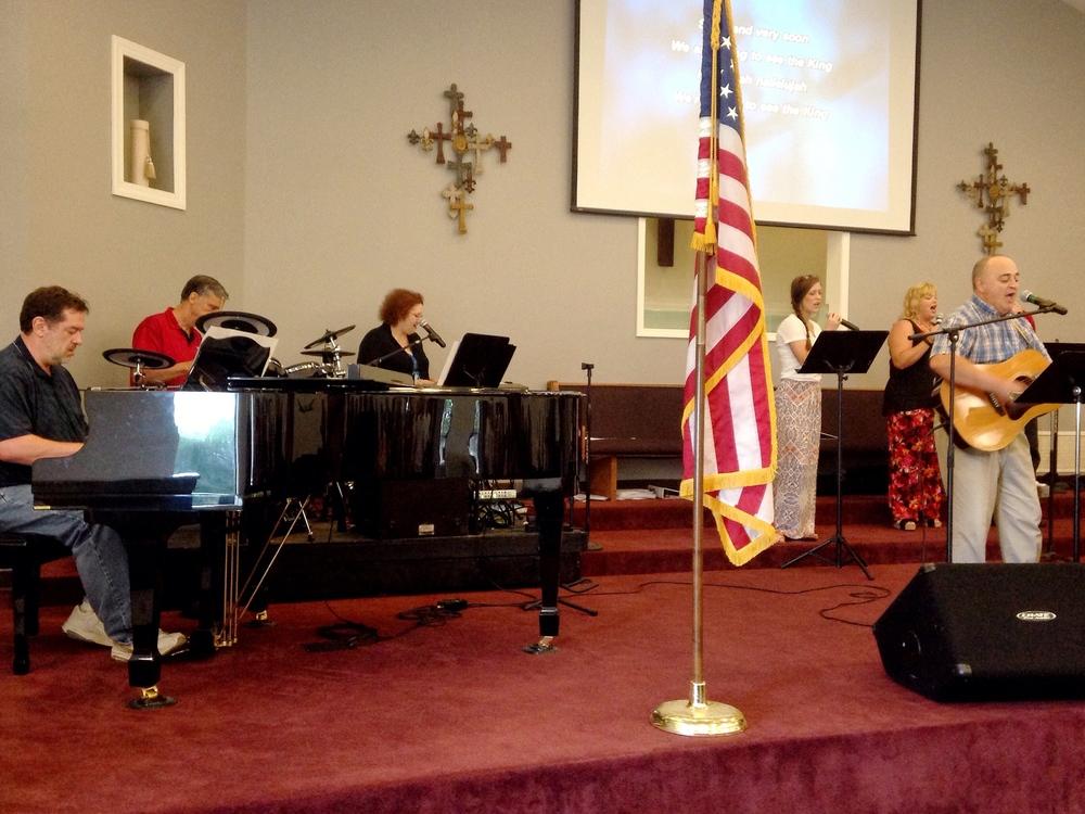 Piano: Brad Smith, Drums: Steve Jones, Keyboard: Lisa Thomas, Vocals: Taylor Thompson & Kim Hibbard, Guitar: David Griffith