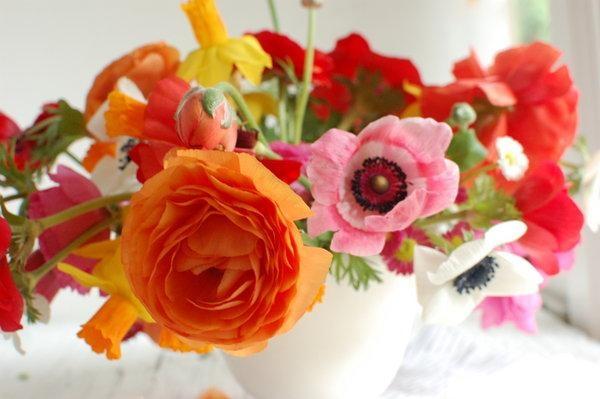 a-vibrant-modern-floral-arrangement.jpg
