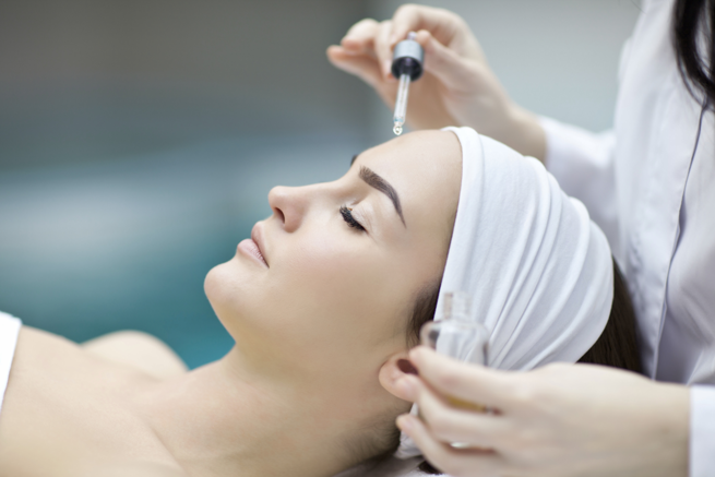 Dermafile  35 - An alternative to traditional microdermabrasion, the skin polishing and resurfacing tool is made of stainless steel and finely crushed diamonds.We will lightly polish the skin by hand, removing the top layer of dead skin cells, and leaving velvety smooth, fresh, rejuvenated skin. (Suitable for All Skin types)