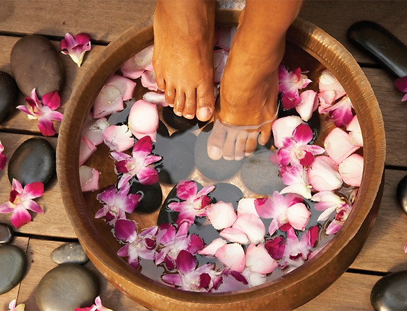 Foot Float  15 - A ritualistic bath that allows the body and mind to begin relaxing prior to your facial or massage. Your feet will thank you!