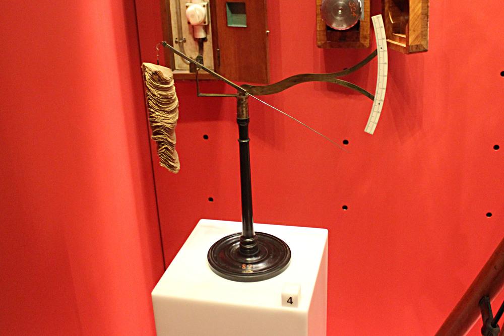 A Paper-Disk Hygrometer
