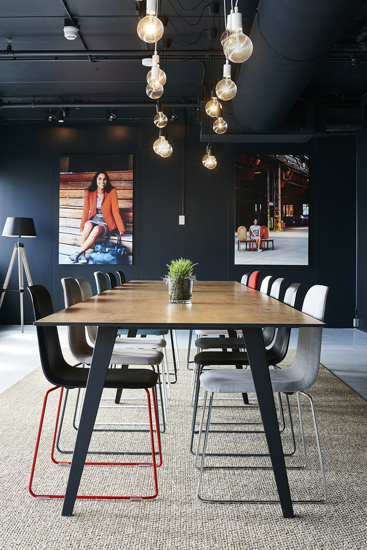 BREAKFAST & WORK TABLE AREA