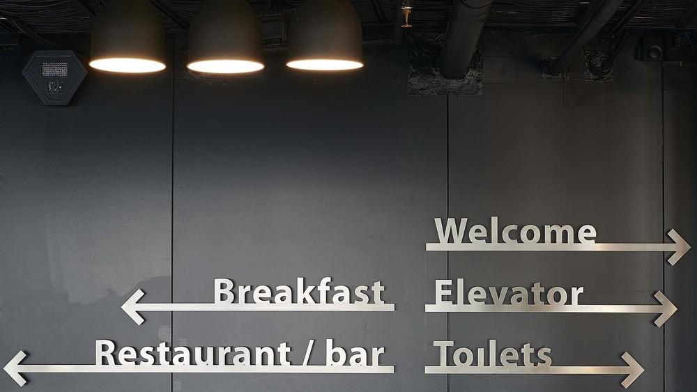 Good-Hotel-Amsterdam-Signage_490.jpg