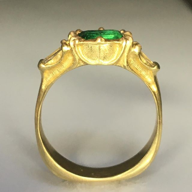 lush garden greens of emerald come alive in the dead of winter, paired with sunny yellow 18k gold, guaranteed to warm even the darkest heart 🖤 #nofilter #coloredgemstones #heirloomjewelry  #ethicalfinejewelry #emerald #recycledgold #handcraftedjewelry #antiqueinspired #renaissancering #nbssalum #snagmember #madebyhand #benchjeweler #jewelrydesigner #overthemoonstudio #customjewelry #bespokebridal