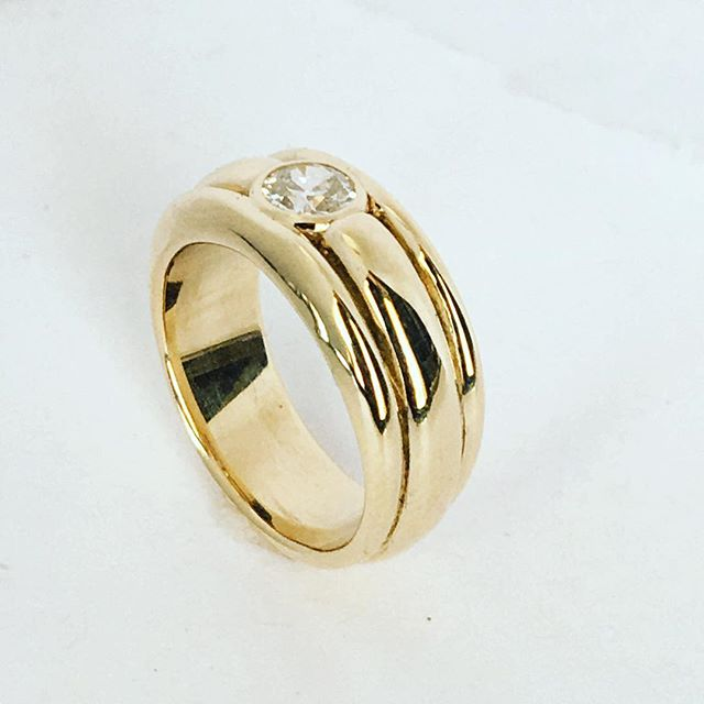 solid gold. her heirloom diamond (from grandmother's wedding in 1916) nestled in a heavy gold band, carved to appear as three. it took us a long time to whittle down words into this strong, minimal design. worth it, 100%. let me channel your jewelry visions, making dreams come true with meaningful art objects is what i do. @over.the.m00n for more... 💎🌅💫🥂🌝 #overthemoonstudio #diamondring #ethicalfinejewelry #recycledgold #heirloomdiamond #weddingring #bespokejewelry #handcraftedjewelry #nbssalum #craftswoman #goldsmith #oldworldskills #madeiniowa #byhandwithlove #onepairofhands #womanmade #uniqueengagementring #artdecojewelry #minimalistjewelry