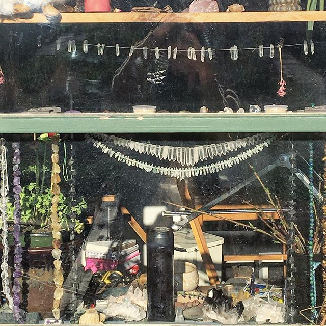 peeking into my workshop, same view as the morning sun. happy to be feeling better and to get back to work. . . . #craftswoman #benchjeweler #goldsmith #crystals #workspace #artiststudio #benchportrait #sacredspace #naturallight #goodvibes #energy #morningsun #soakupthesun #raiseyourvibration #workfromhome #workingartist