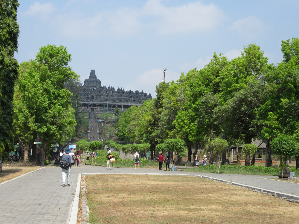 g_Borobudur_entrance.jpg