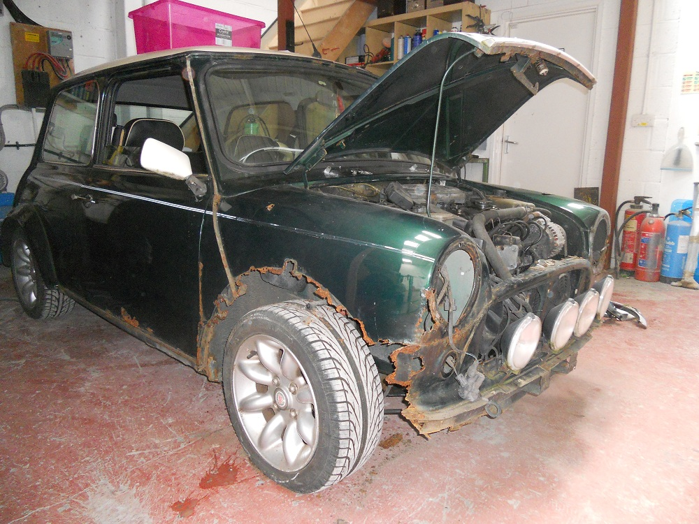 Mini Sports Pack with Rusted Wheel Arch