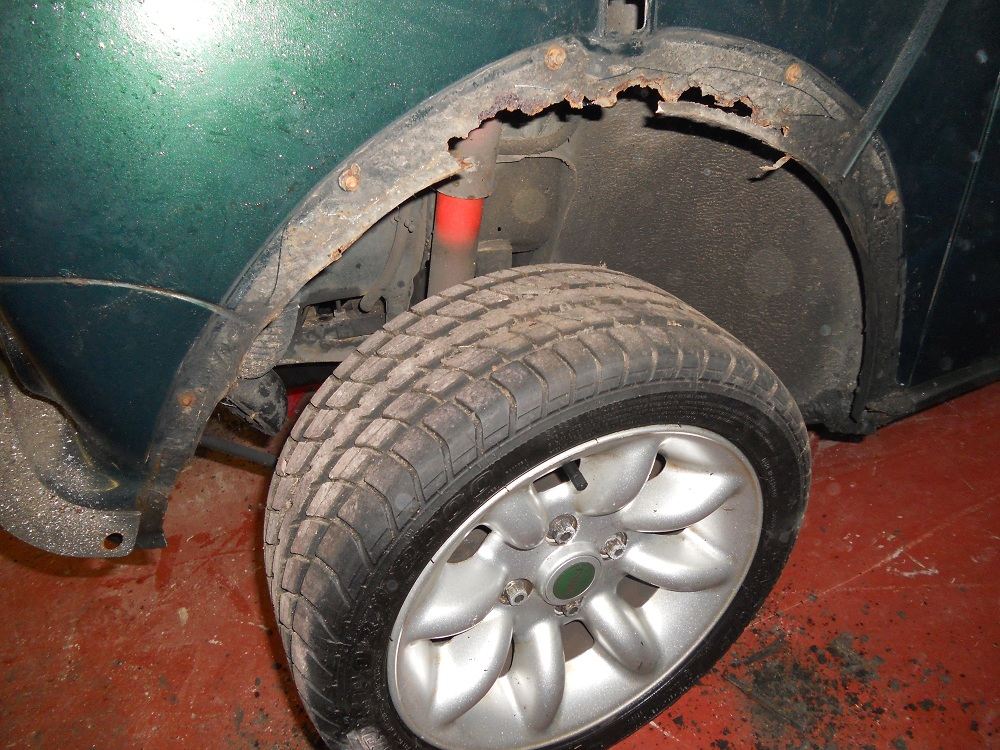 Mini Cooper MPI Rusted Wheel Arch