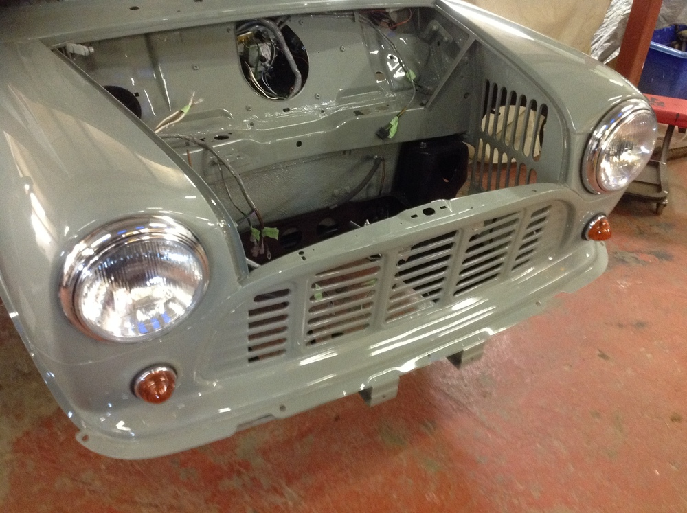 TRMC_Classic_Mini_Van_Lights_and_grill