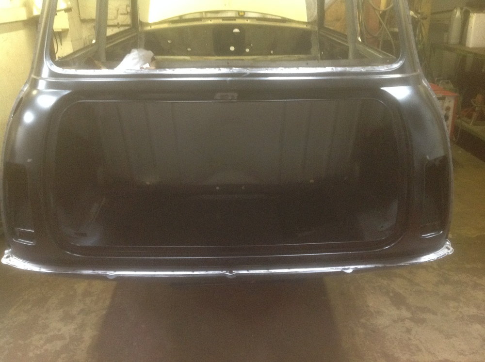 Boot_area_of_Stripped_Mini_Clubman.JPG