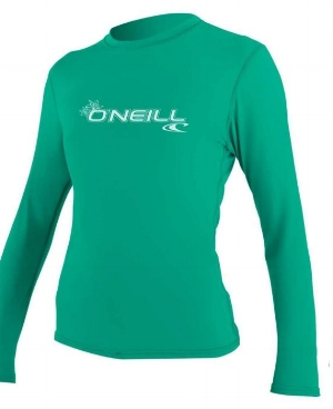 rashguard-surfing-holiday-gift-guide.jpg