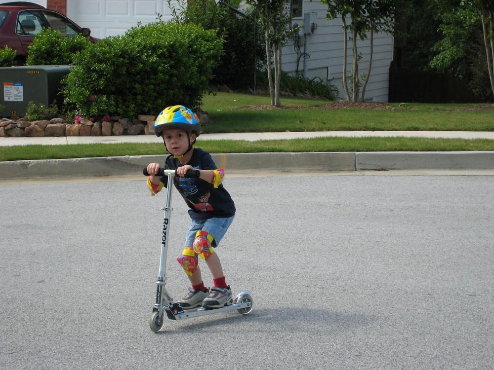 Razor Scooter Google Image Labeled for Reuse 2491293180_6542e8d5d1_b.jpg
