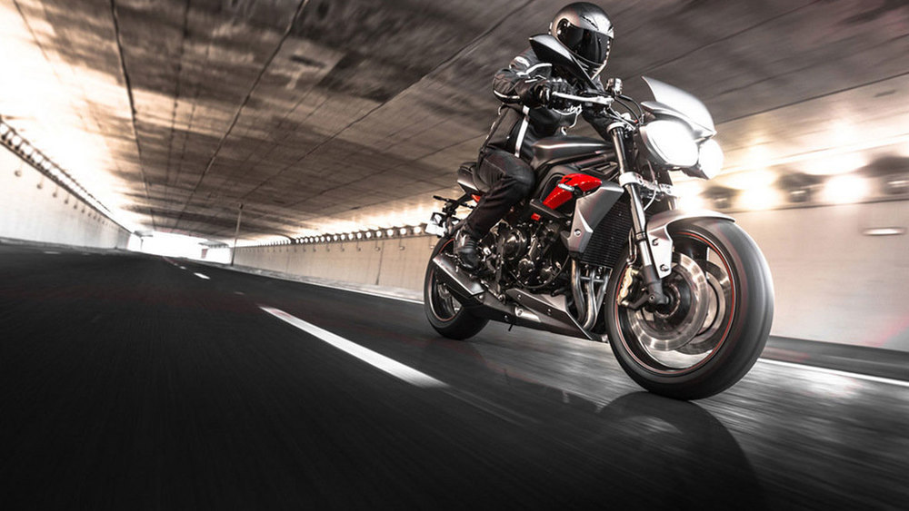 Rent Motorcycles Calgary Triumph Street Triple R 675 All Season