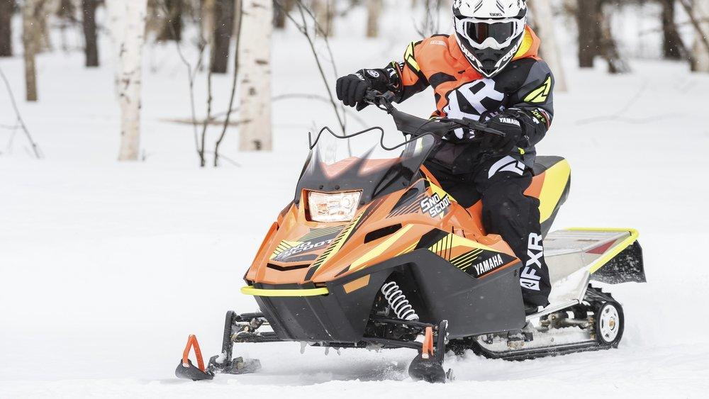 2019-Yamaha-SXR200E-EU-Blaze_Orange-Action-001-03.jpg