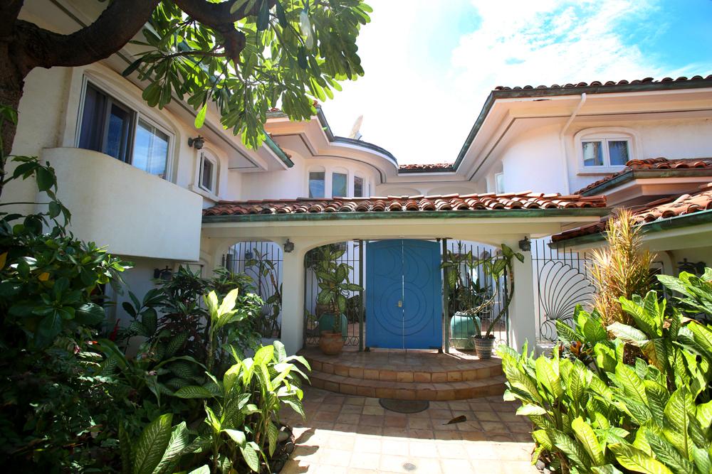 oceanfront-luxury-property-rentals-maui-4 front door.jpg