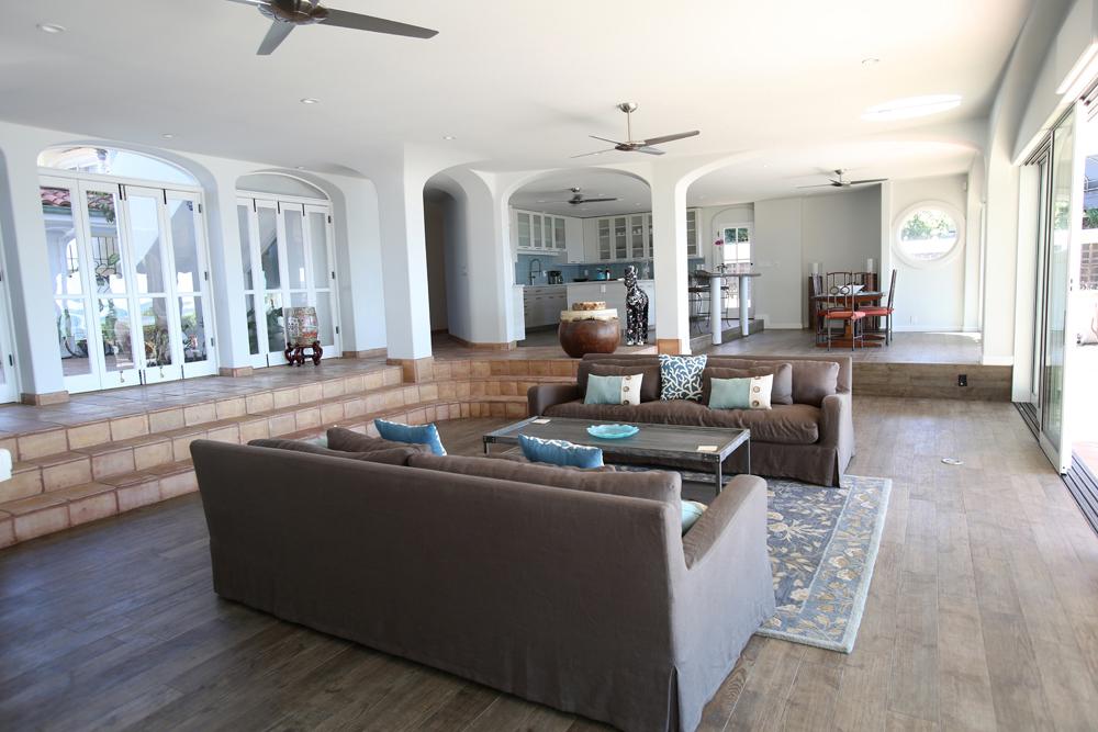 oceanfront-luxury-property-rentals-maui-livingroom4.jpg