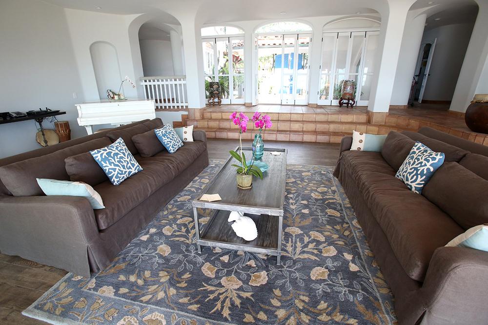 oceanfront-luxury-property-rentals-maui-livingroom6.jpg