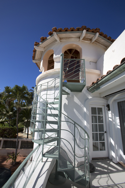 oceanfront-luxury-property-rentals-maui-tower.jpg
