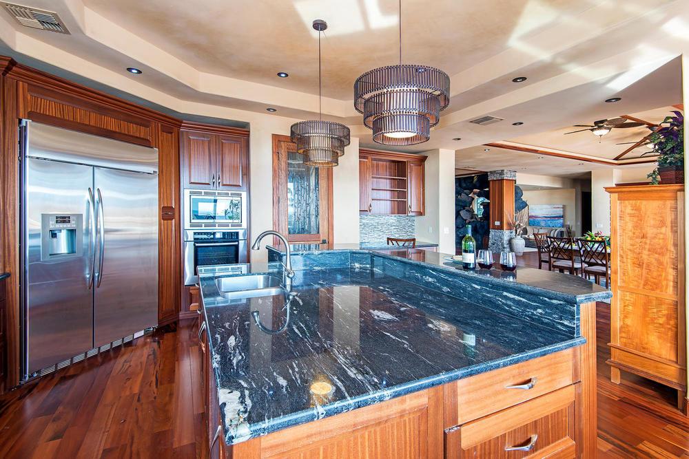 luxury-properties-maui-kaanapali18.jpg