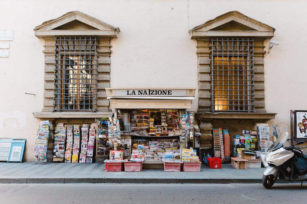 La Nazione Newstand  (1 of 1).jpg