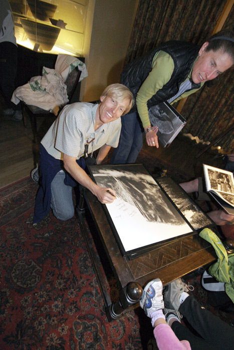 Hans Florine signs a photograph for Noreen Trombley.