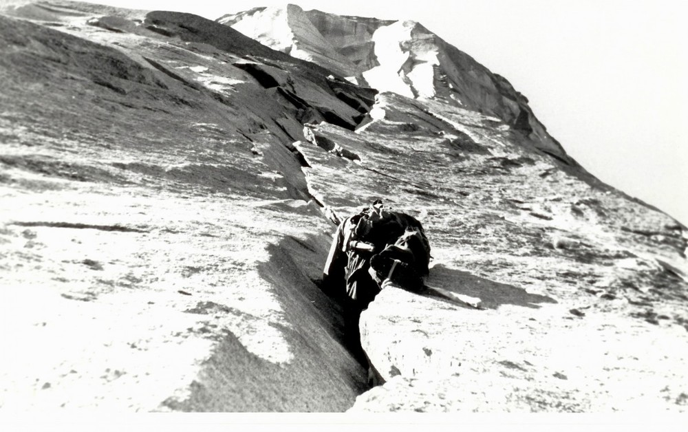 Mark Powell leading the Stoveleg cracks in 1957 during the first effort.