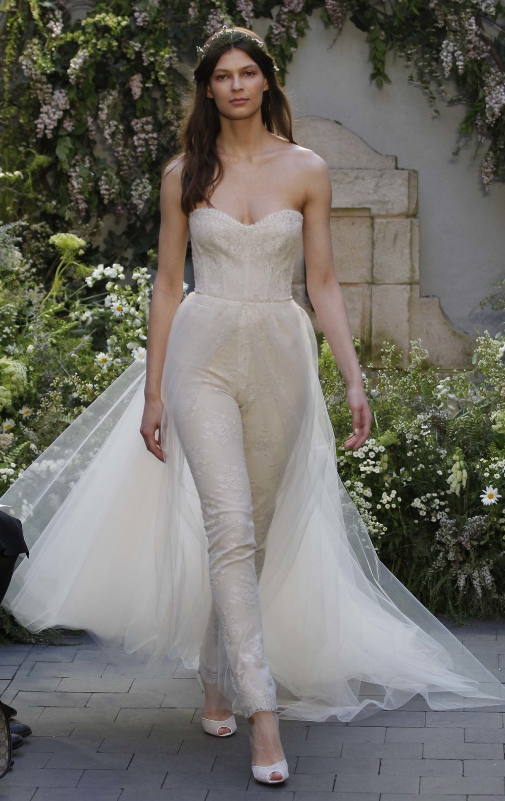 10-monique-lhuillier-bridal-spring-17.jpg