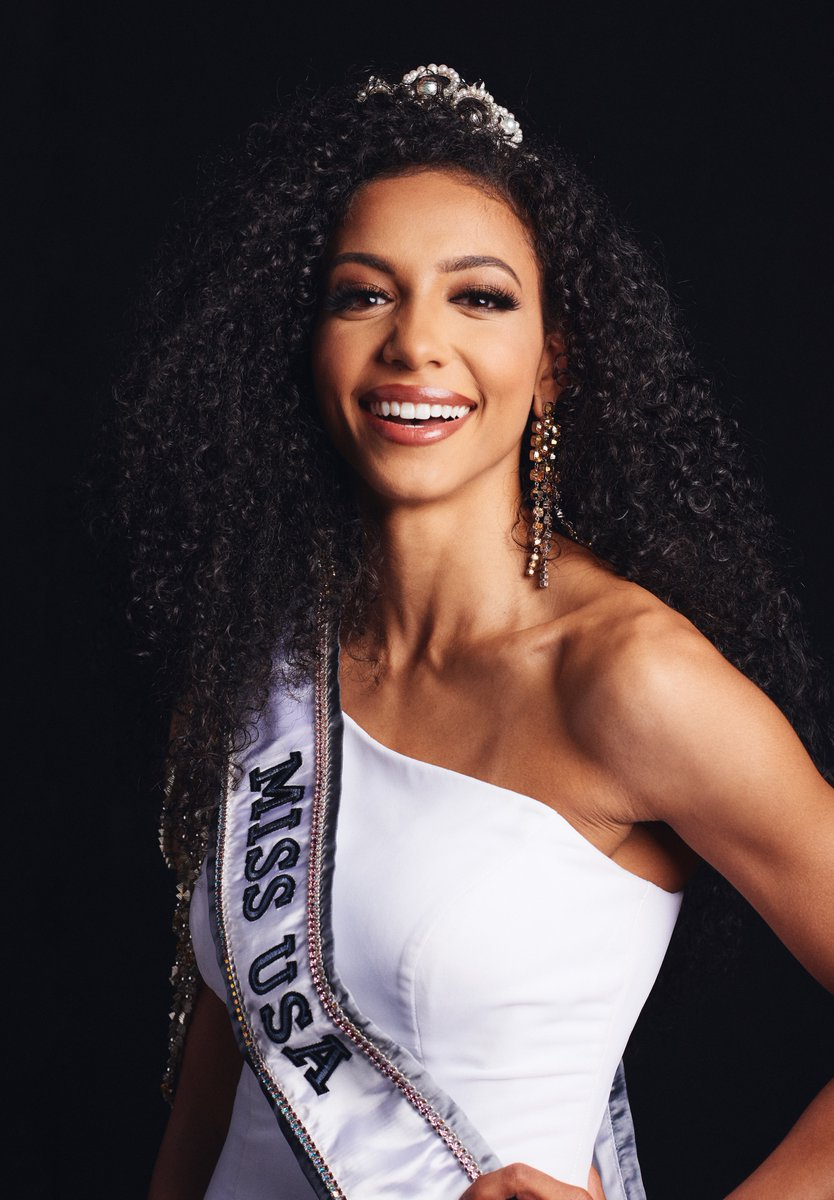 3ab868bc3c15 The three wins are a powerful symbol of how much beauty have evolved in  America. Bigs up to Nia Franklin Miss America
