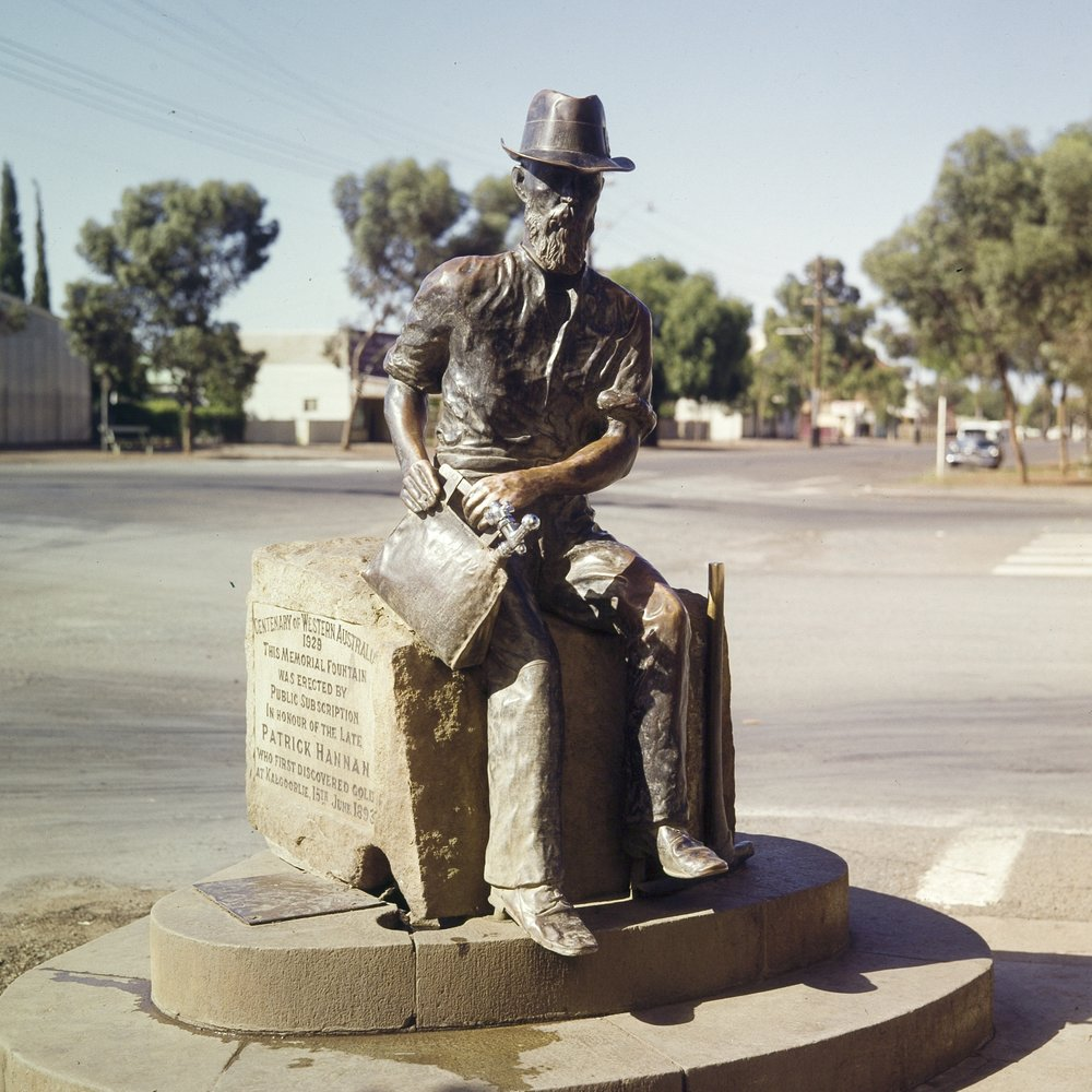 Paddy Hannan statue, Kalgoorlie (State Library of WA)