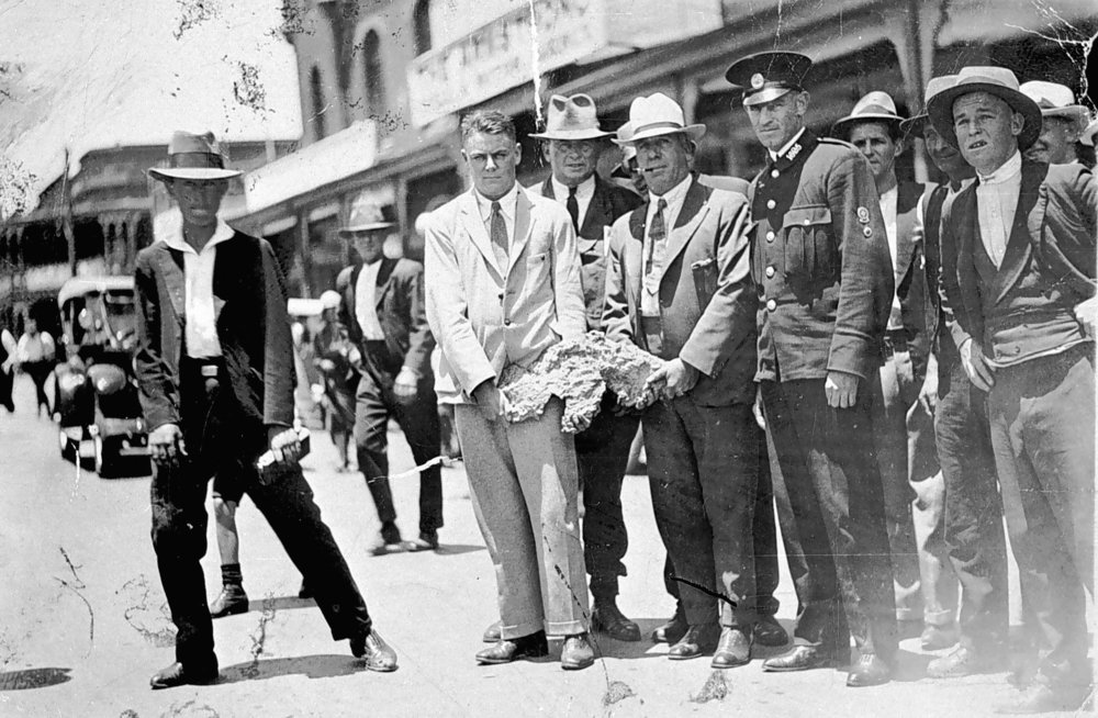 Men holding Golden Eagle nugget, Kalgoorlie, Western Australia, Jan 1931 (Museums Victoria)