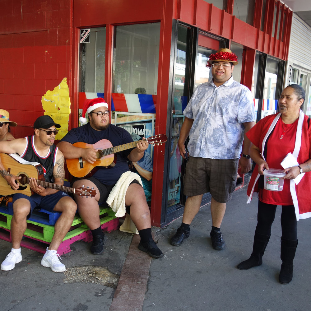 Wainuiomata_christmas_Carols_Mall_area.jpg