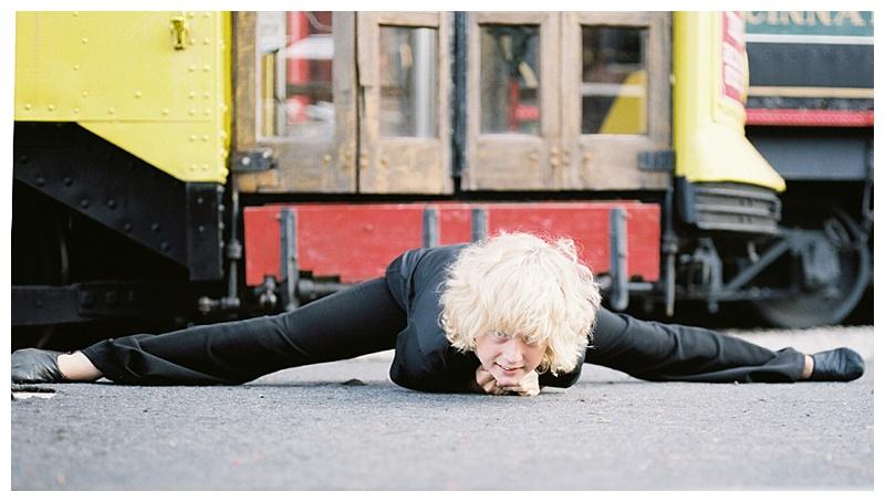 Dancer doing the splits