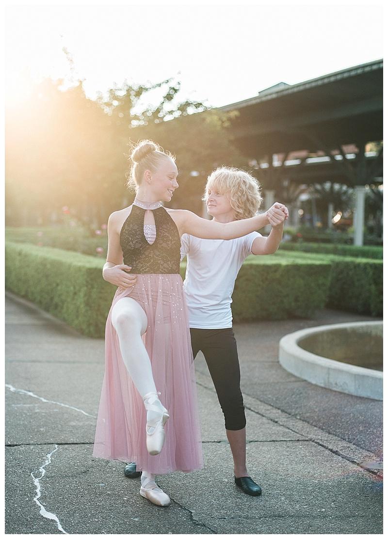Ballet partners at the Chattanooga Choo Choo gardens