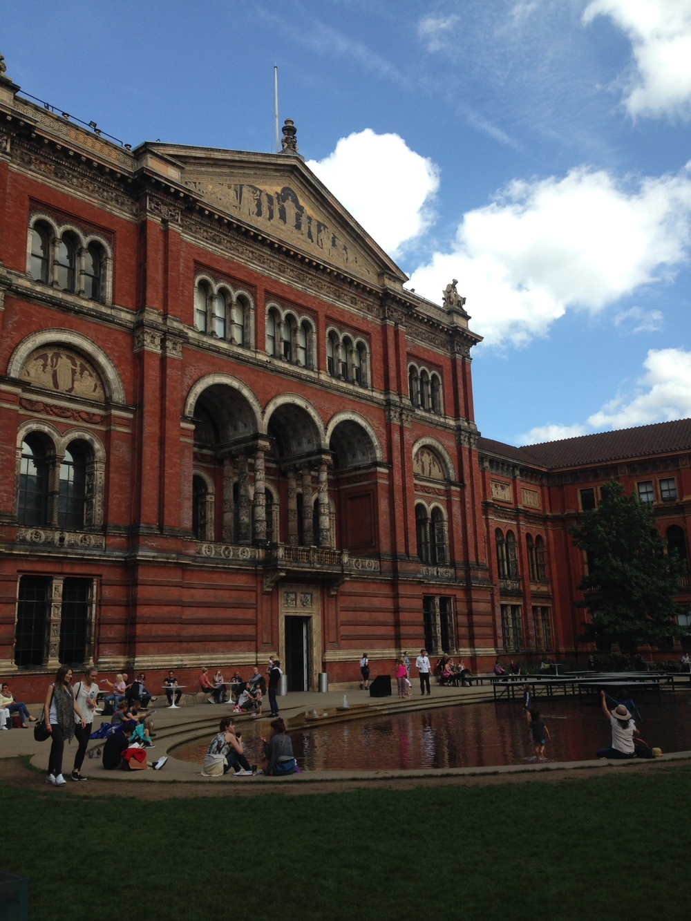 The courtyard at the V&A Museum, where they serve scones and sandwiches...all very civilised!