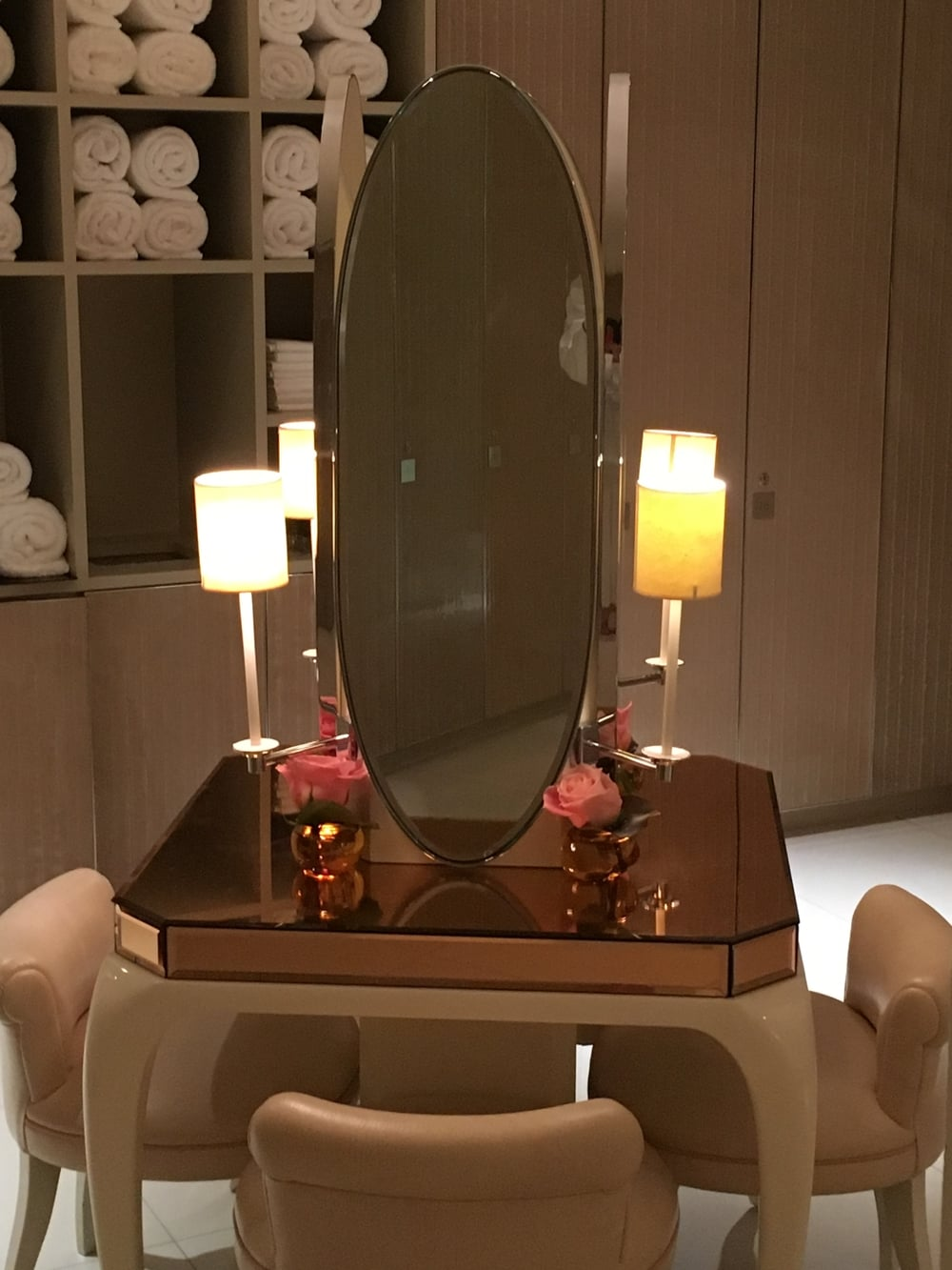 Changing room dressing table