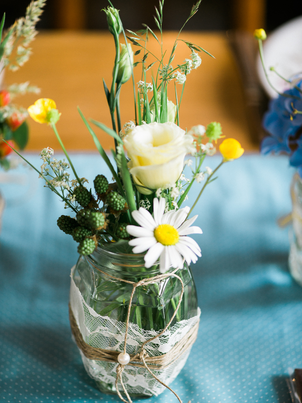 Ideas for cute flowers on rustic weddings