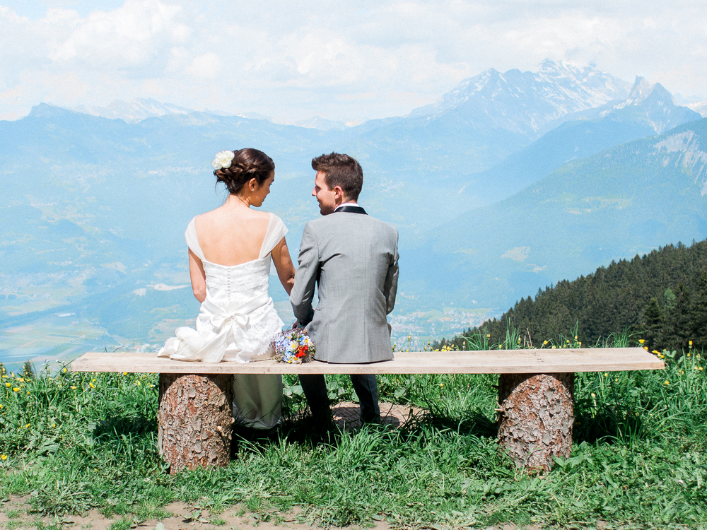Couple sitting in front of the Swiss mountains